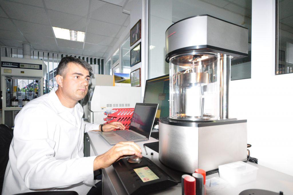 Cornel Grecu, seful laboratorului de controlul calitatii de la ALCHIMEX